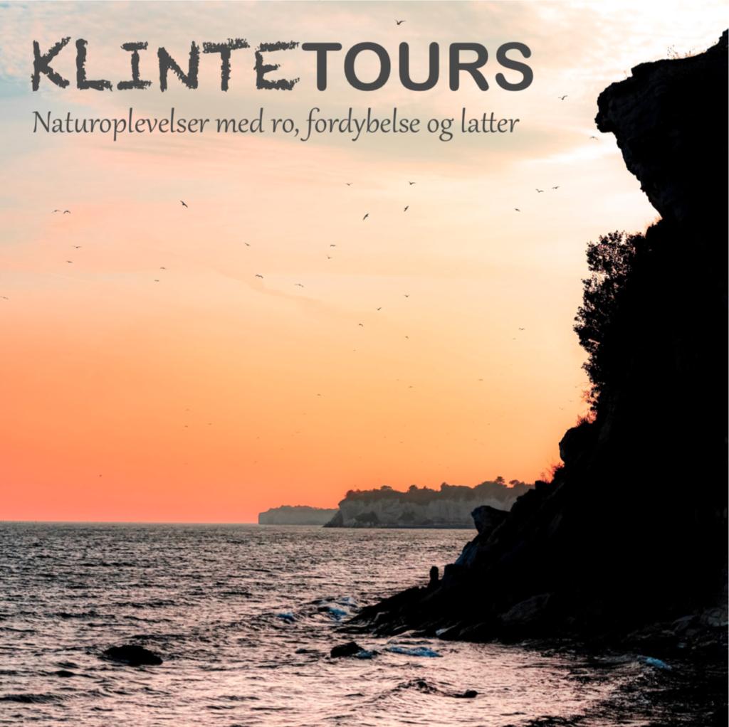 Forside til Klintetours brochure. Viser et billede af solopgang ved Stevns Klint